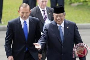 Presiden Susilo Yudhoyono (kanan) tersenyum lebar saat menerima kunjungan kenegaraan Perdana Menteri Australia, Tony Abbott (kiri), di Istana Merdeka, Jakarta, Senin (30/9) Foto : antaranews.com